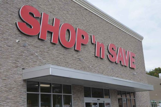 Supervalu agreed to sell 19 Shop 'n Save stores to Schnuck Markets.